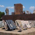 Nagrobni spomeniki z več napisi